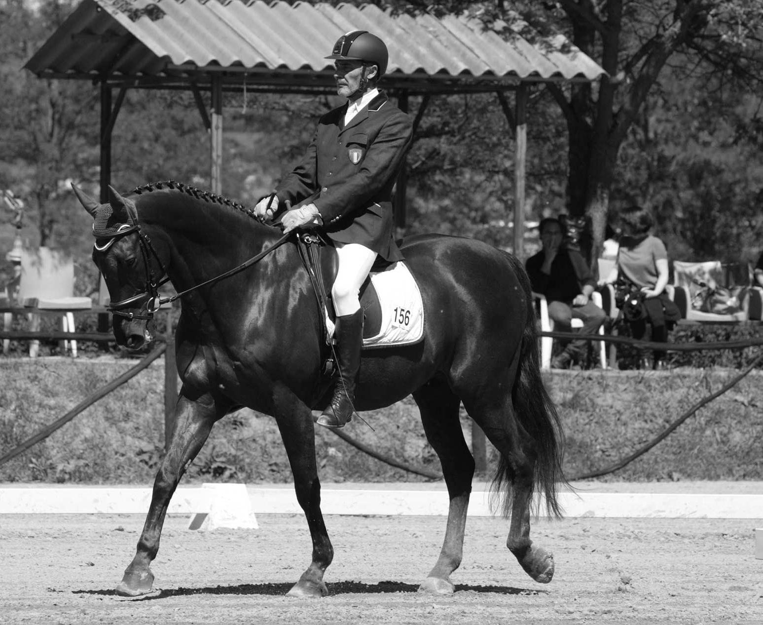 Ferdinando Acerbi a cavallo in un immagine in bianco e nero